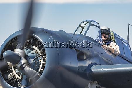 a pilot taxies his grumman f6f