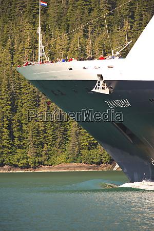 cruise ship bow wake tracy arm
