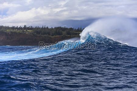 giant wave breaks near jaws maui