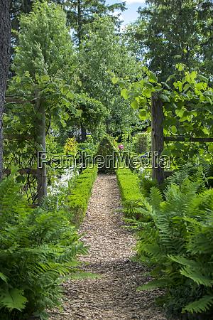 green animals topiary garden portsmouth rhode