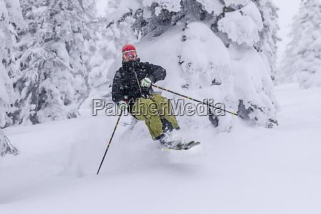 pete thomas skiing on a powder