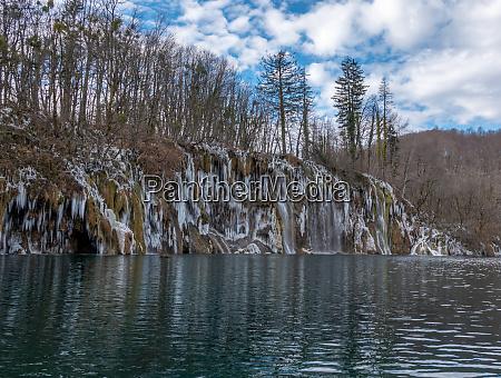frozen waterfalls in plitvice national park