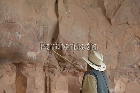 usa arizona sedona guide discussing petroglyphs