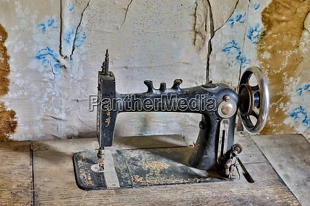 garnet ghost town old sewing machine