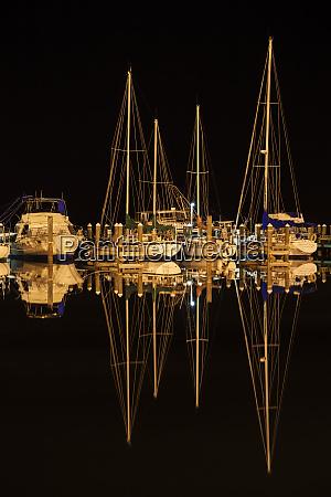 pleasure boats in fulton harbor