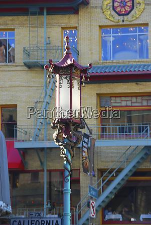 street light in san francisco chinatown