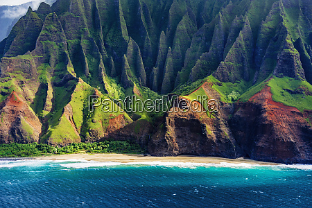 kalalau beach on the na pali