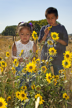 native american children brother and sister