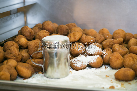 powdered sugar on doughnut holes chicago