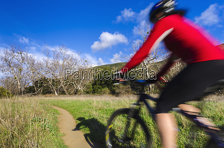 female mountain biker in sycamore canyon