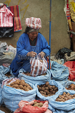 cholita selling potatoes el alto la