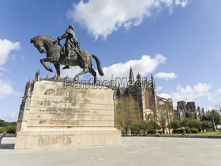 equestrian statue of nuno alvares pereira