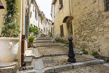 france arles street scene