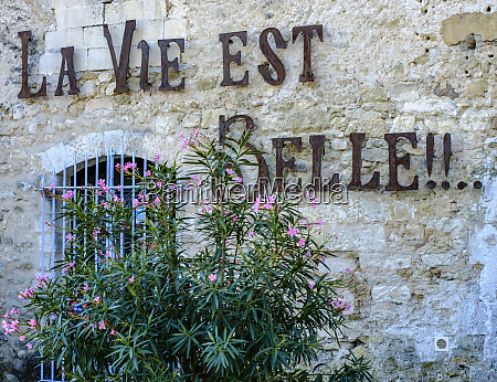 france provence menerbes wall message