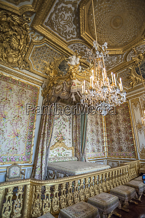 queens bedroom palace of versailles france