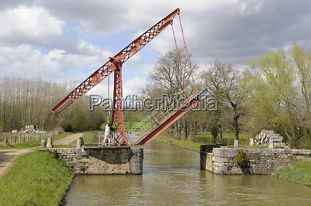 france burgundy nievre raising pont levi