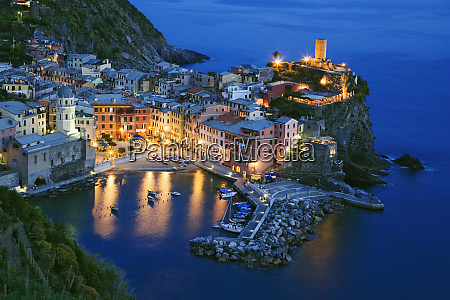 italy vernazza overview of town at
