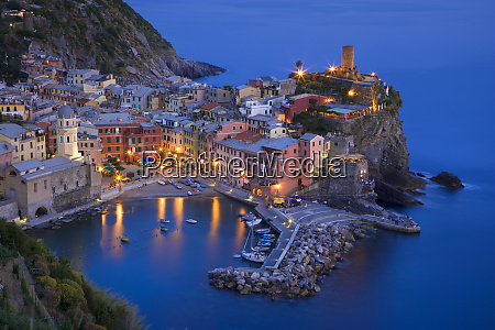 italy vernazza oceanside village at sunset