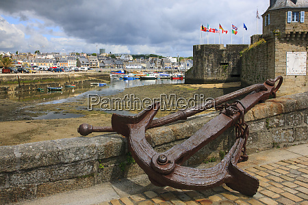 this is an old anchor in