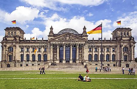 facade ad dome of the deutscher