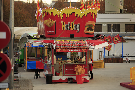 a small hot dog stand on
