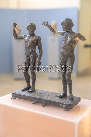 bronze pair of athletes delphi museum