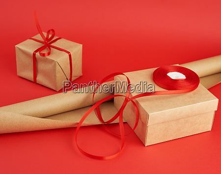 roll of brown paper for packaging