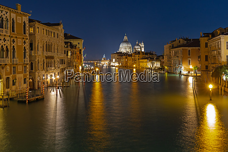 grand canal in venice at night