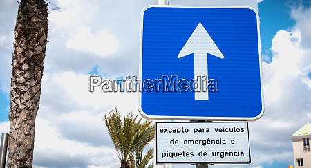 road sign indicating one way with