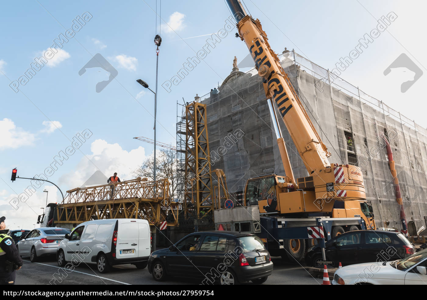 renovation, site, with, a, crane, in - 27959754
