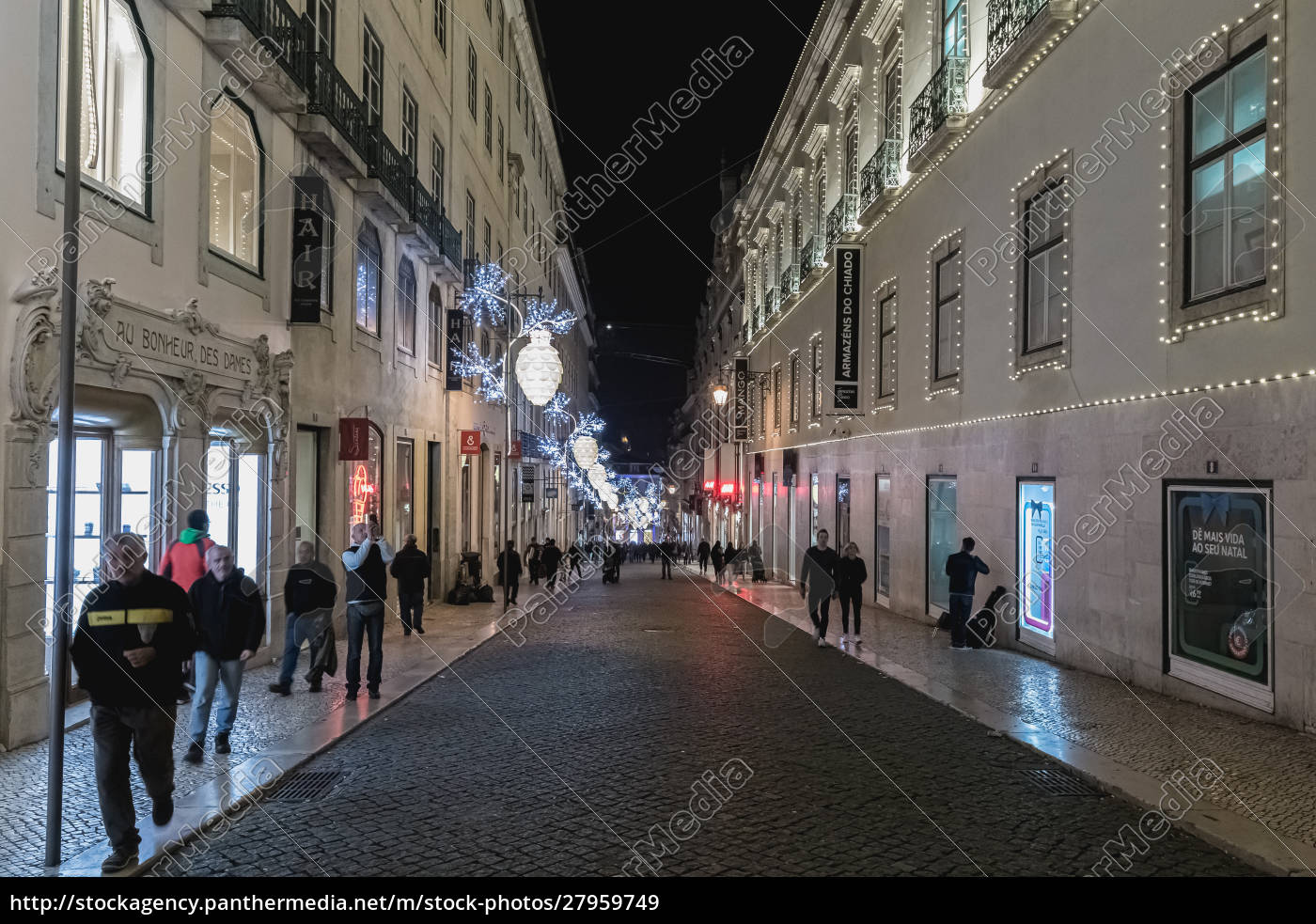 street, atmosphere, in, lisbon, at, night - 27959749