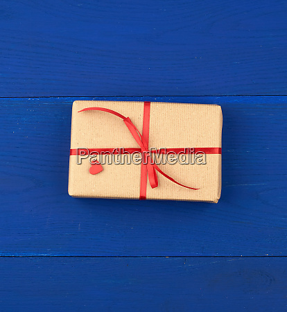 gift, wrapped, in, brown, kraft, paper - 27962532