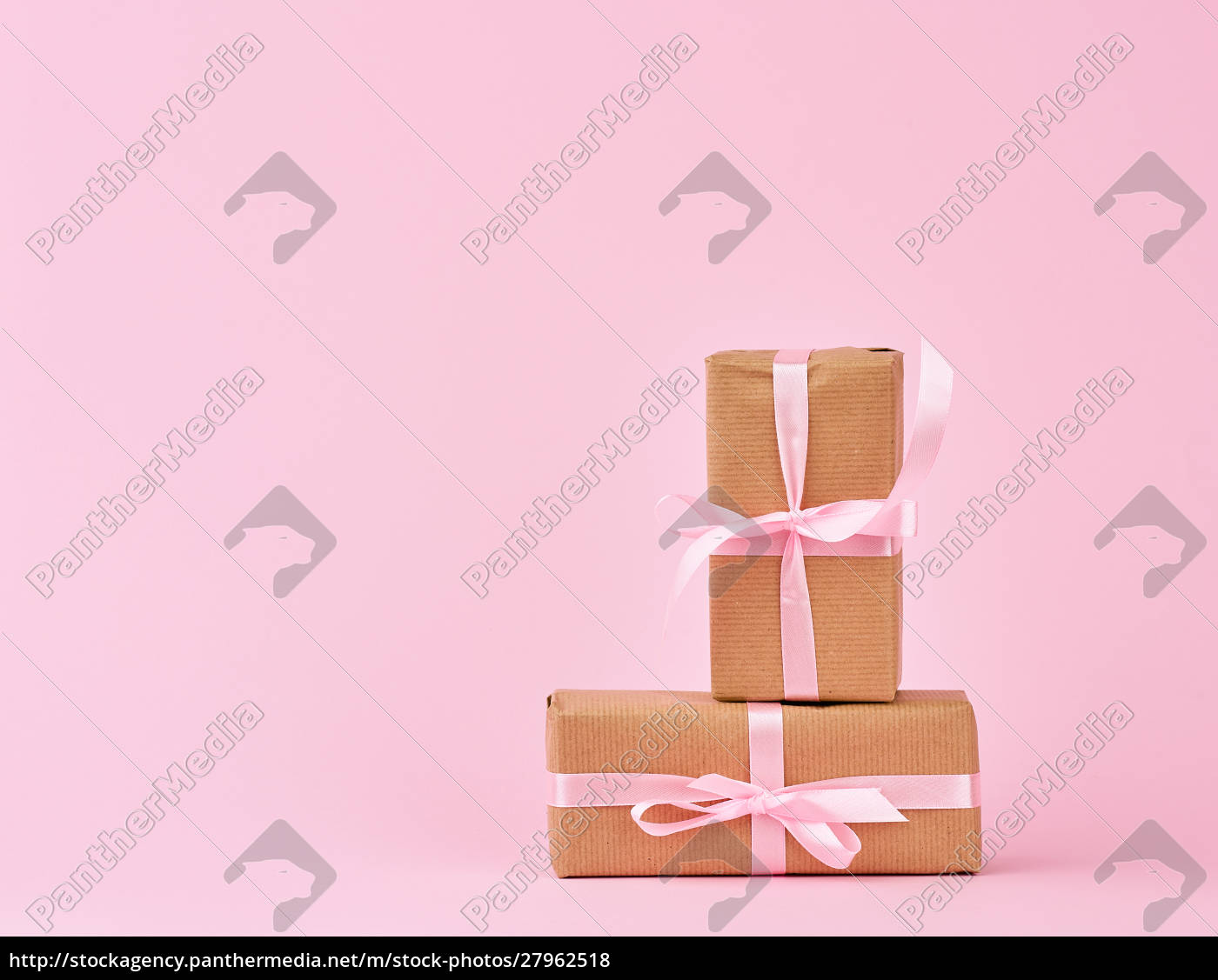 gifts, in, boxes, wrapped, in, brown - 27962518