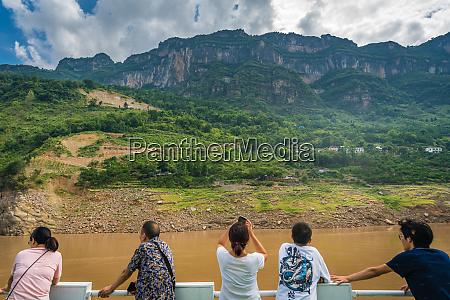 tourists admiring scenery of yangtze river