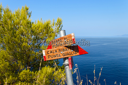 trail sign with directions in campania