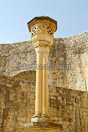 dubrovnik pillar