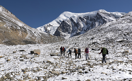 trekking group at chonbarden glacier dhaulagiri