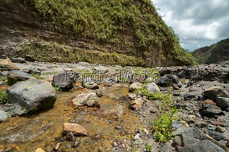 hike to mount pinatubo in in