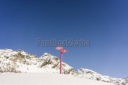 signs for snowshoe trails valmalenco italy
