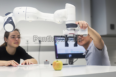 sudents studying robotic at an university