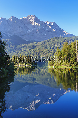 scenic view of eibsee with zugspitze