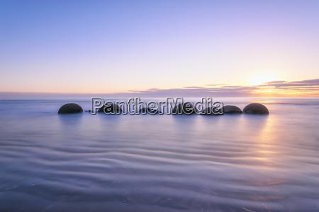 moeraki boulders in sea at koekohe