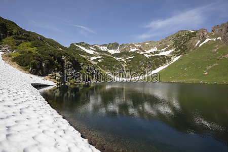 scenic view of wildseelodersee and mountain