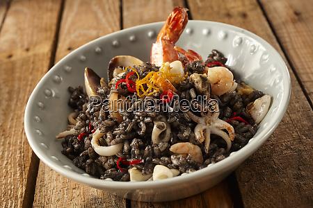 risotto frutti di mare in bowl