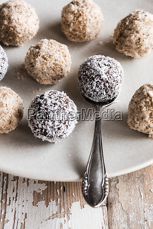 vegan protein balls with millet coconut