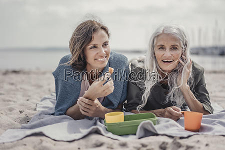 mother, and, daughter, having, a, picnic - 28048257