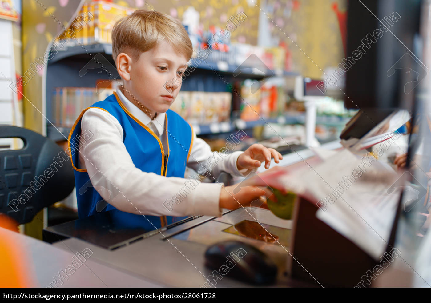 boy, in, uniform, at, the, register - 28061728