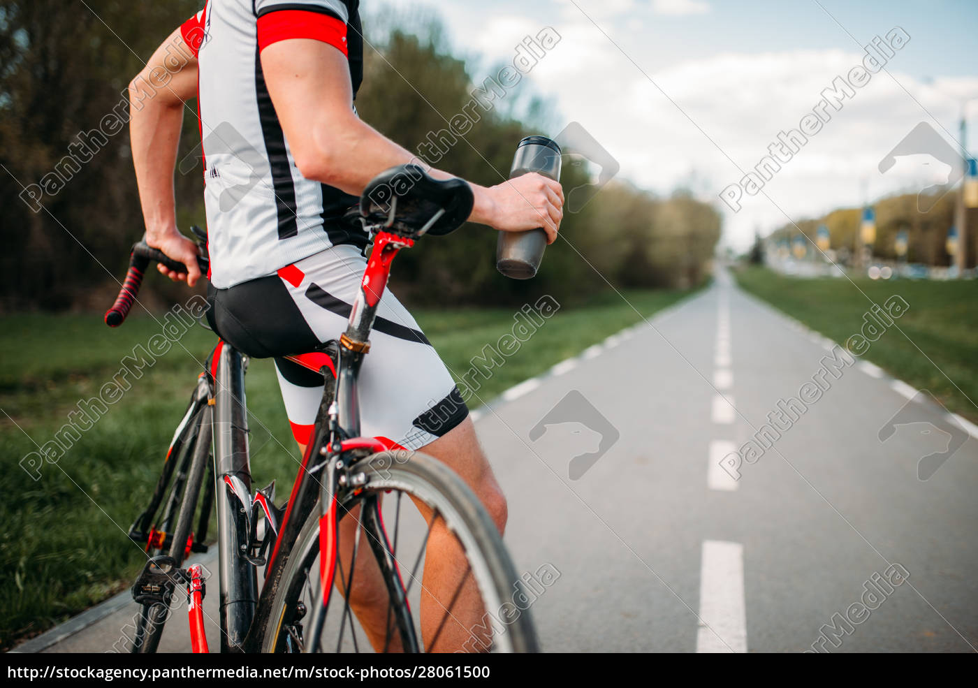 bycyclist, in, helmet, and, sportswear, on - 28061500