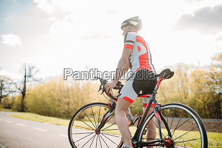 bycyclist, in, helmet, and, sportswear, on - 28061518