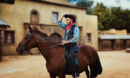 cowboy, riding, a, horse, in, texas - 28061577